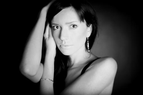 [フリー画像] 人物, 女性, モノクロ写真, 201011040900