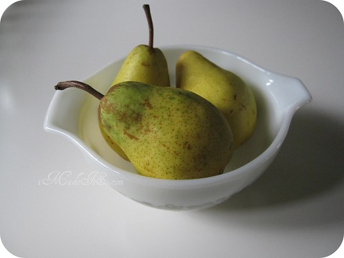 pears in a vintage pyrex bowl