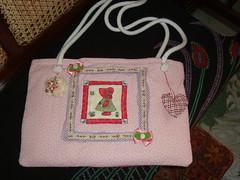 bolsa bebe rosa chic (linda e xique by hermela cris) Tags: garden patchwork bolsas colares riscos moldes almofadas aplicao bolsasemtecidos