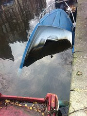 boat024 (edw@rd) Tags: amsterdam canal sunken egelantiersgracht sunkenboat canalboats
