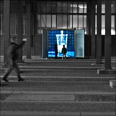 blue box (bleibt fr dich) Tags: blue bw blauw angle candid streetphotography sw blau zollverein zw colorkey ansichtssache