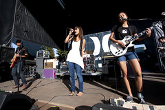 meg and dia (all female barefoot musicians) Tags: feet nude stage nackt barefoot fsse bhne barfuss sngerin