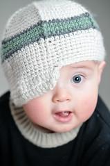 [フリー画像] 人物, 子供, 赤ちゃん, 帽子・キャップ, 201011260700