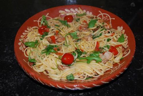 pasta met kip, tomaat en rucola