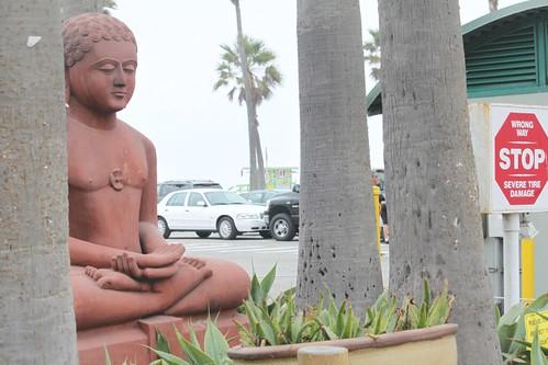 budha-statue-venice-beach-rpn