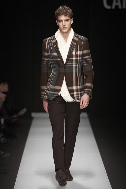 James Smith3256_FW11_Milan_Carlo Pignatelli Outside(Simply Male Models)