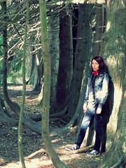 One with life II (Inés Luque Aravena) Tags: tree albero árbol branch rama ramo woman ragazza valdivia chile sur giardino garden jardín nature natura naturaleza austral botánico botanic