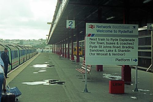 1987/09 - 33.  Ryde Pier Head.
