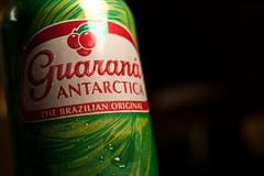 88 / 365 - Guarana Antarctica (clay.oster) Tags: red brazil green drops cherries drink beverage can depthoffield brazilian 365 shallow waterdrops liquid harshlighting guaranaantarctica nikkislamexicana
