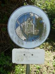 L1000885 (neppanen) Tags: dog portugal sign circular cacilhas almada koira permitido portugali discounterintelligence sampen
