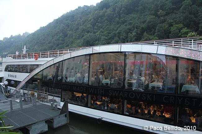 Barco en el Danubio © Paco Bellido