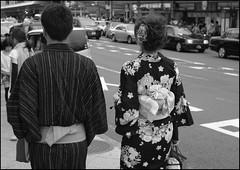 (It's Stefan) Tags: people blackandwhite bw blancoynegro monochrome japan kyoto noiretblanc  kansai biancoenero   siyahvebeyaz schwazweis  stefanhchst