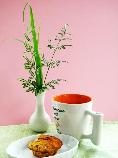 IMG_1242 Breakfast : Oatmeal and Raisin Muffin  + Coffee
