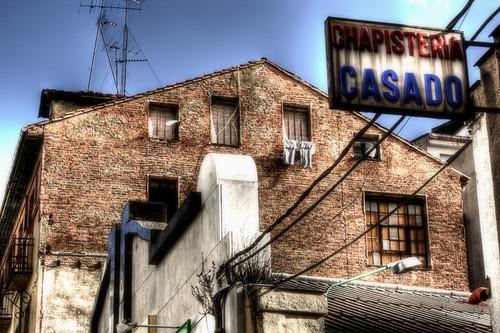 An old sign. Leon. Un viejo cartel