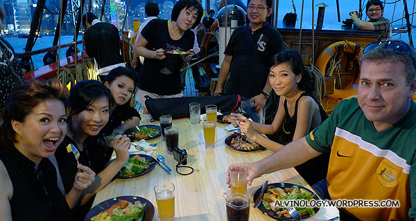 Dinner with a bunch of happy fellow bloggers