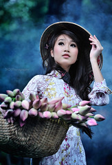 smoke - Ao dai Vietnam - [Explored] (TA.D) Tags: pink portrait white tree green girl beautiful nikon lotus smoke vietnam viet dai tad ao saigon hochiminhcity nam o di vit chandung d700 aodaivietnam odivitnam