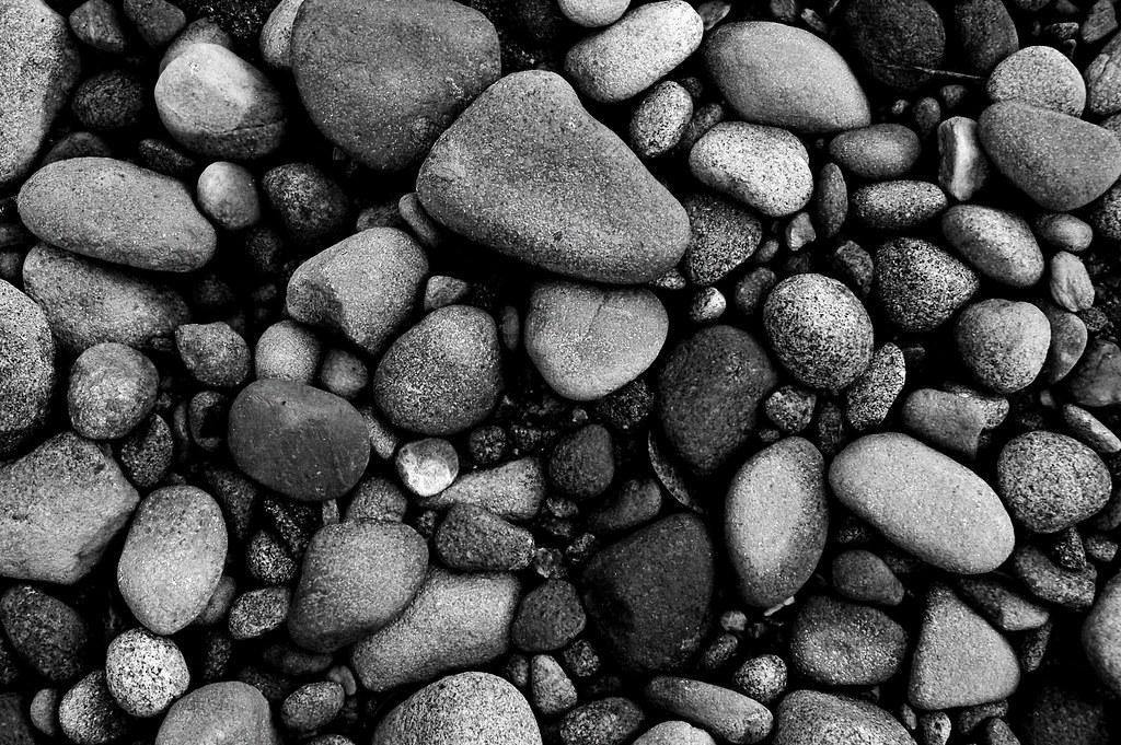Pebble | Black and White