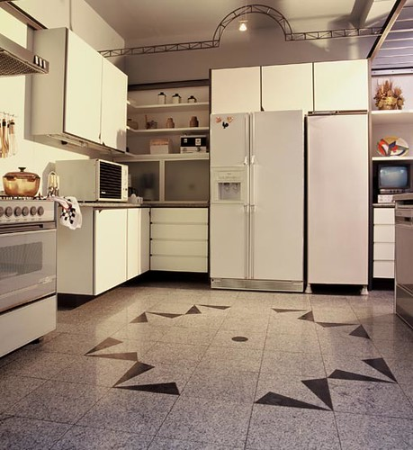 cozinha com piso de granito branco viena