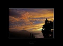 Y Achamn acudi.... (El Loco de Smara) Tags: sol atardecer colores nubes tenerife teide ocaso volcn laorotava lascaadasdelteide