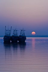 Shining , Sky is fading red to blue... [EXPLORED] (Socceraholic) Tags: blue sunset sun beach silhouette night landscape boats photography shore hour kuwait doha do7a