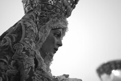 La Macarena al amanecer   [Explore 20-9-10] (E.M.Lpez) Tags: sevilla cara manos gloria septiembre amanecer corona verano salida virgen rostro imagen semanasanta milagro promesa macarena pasion cofrade toca talla manto lagrima procesin pureza cofradia hermandad toquilla tocado