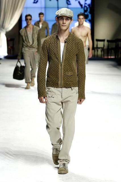 Vincent Lacrocq3051_SS11_Milan_Dolce&Gabbana(Official)