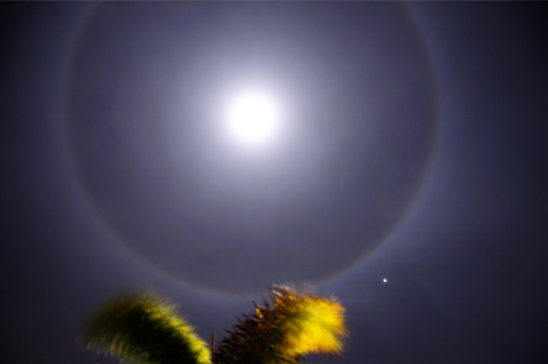 web_moonhalo_0150_2935
