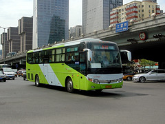 [BFD Coaches in Beijing] Yutong ZK6127HE (2nd batch)  Bafangda #017537 Front-right at Dawang Bridge (tonyluan1990) Tags: coach beijing  publictransport   yutong transitbus  commutercoach longdistancecoach beijingpublictransportholdingsltd peripateticsword  standarddeck beijingbafangdapassengertransportationcoltd