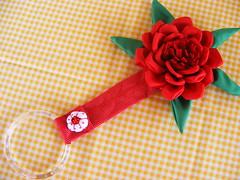 Porta Toalha Rosa (Viva as Cores - Márcia Aki) Tags: flowers red flores flower rose flor rosa fuxico vermelha tutorial pap passoapasso comofazer portatoalha