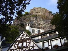 Blick hinauf zur Felsenkirche