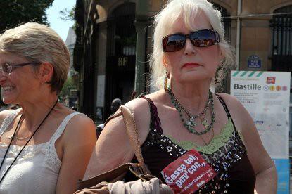 10f24 Manif Pensiones107 señora anti Sarkozy