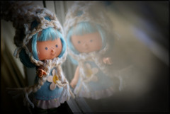 Sally Joy (Bruna Lacrout ) Tags: vintage doll felt plastic janela feltro 1979 bluehair petit l blueberrymuffin moranguinho strawberrysortcake sonya230 sallyjoy