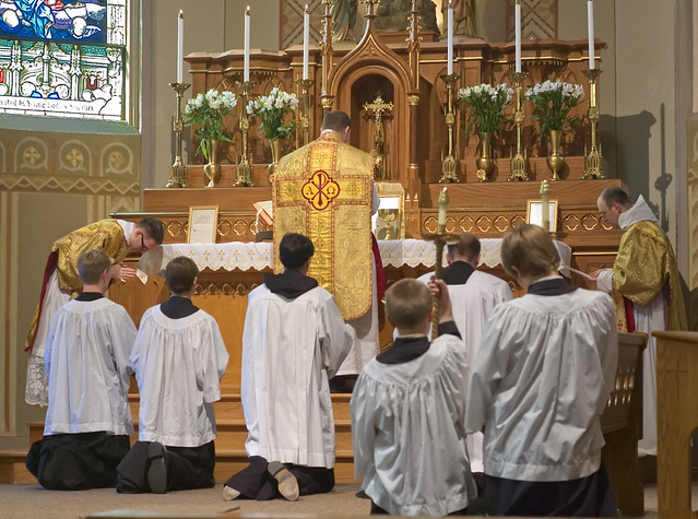 Father David Kemna, FSSP, at Saint Francis of Assisi Catholic Church, in Portage des Sioux, Missouri, USA - Canon of the Mass