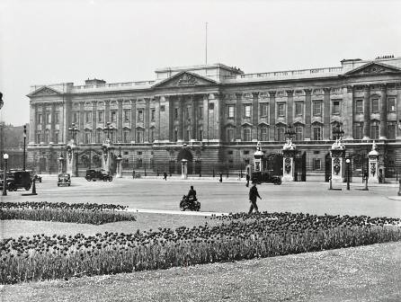 Buckingham Palace c1952 by London Metropolitan Archives