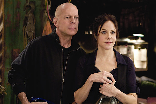Bruce Willis and Mary-Louise Parker lend their aging hipness to the dated charm of 'RED'.