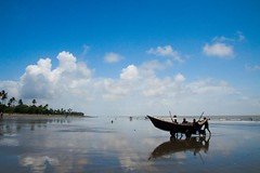 Coming home...[Kuakata Beach, Bangladesh] (Sady_Sad) Tags: sky reflection boat kuakata tamron1750 canon50d