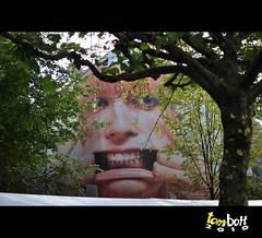 Terra De Gigantes (- TOM -) Tags: autumn holland tom october outdoor propaganda ad leidseplein 2010 boff oldamsterdam nikkor35mmf18 tomboff©todososdireitosreservados