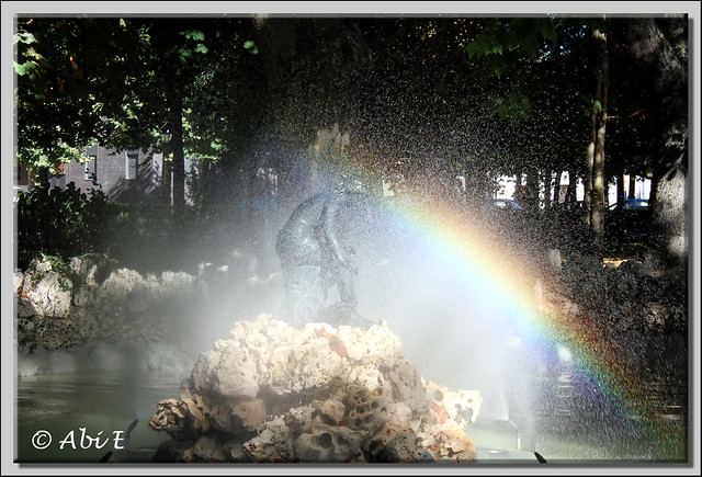 3 fuente con arco iris