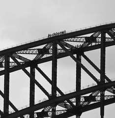 Little people (edwindejongh) Tags: bridge walking design arch steel sydney australia brug iconic sydneyharbourbridge australie staal thecoathanger archbased