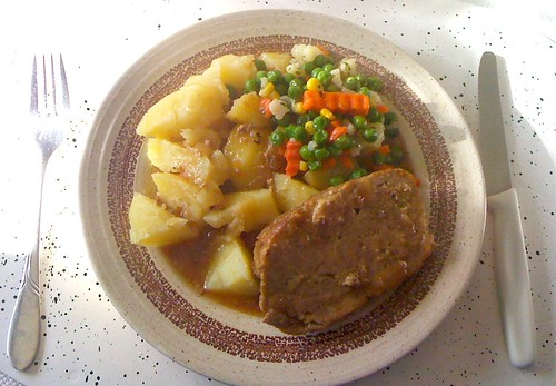 Hackbraten, Gemüse & Kartoffeln / Ground meat roast, vegetables & potatoes