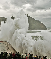 Ola gigante 3/ Giant wave 3 (zubillaga61) Tags: sea mar waves wave sansebastian olas ola donostia paseonuevo