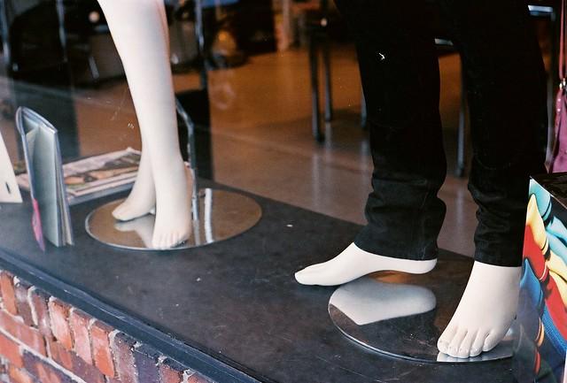 mannequin feet