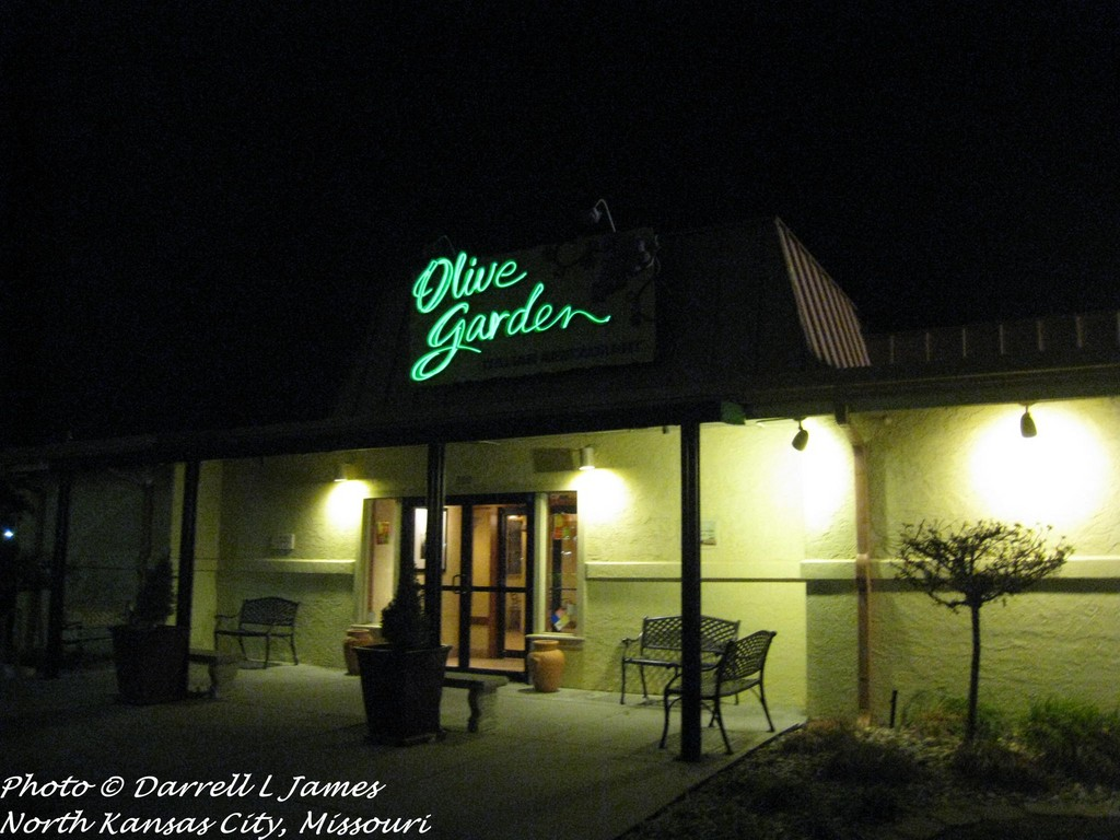 Delightful Olive Garden, Barry Rd, 2_wm (Retail Memories) Tags: North Mo Kansascity