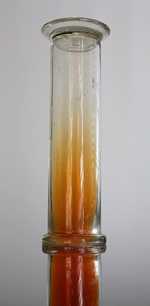 Nitrogen dioxide gas (NO2).