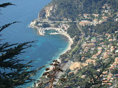 Beaulieu-sur-Mer (France) :The port seen from the village perched  Eze, le port depuis le village perch d'Eze (Histgeo) Tags: france port coast view cte ctedazur beaulieusurmer aussicht hafen pointdevue kste frenchriviera mittelmeer mediterrane themediterraneansea franzsischeriviera histgeo
