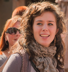 Candid straatportret - Candid street portrait (RuudMorijn) Tags: street portrait woman brown netherlands beautiful dutch hair mujer eyes strada foto mooie retrato candid femme mulher young nederland portrt belle holanda rua bella ogen indah jalan bela portret rue paysbas ritratto vrouw jovem hollands junge muda niederlande bruin terang zonlicht schne straat jonge hollandais jeune haar wanita paesi lachend  bassi  potret offen cndido franche hollandse giovane belanda strase  olandese straatfoto holands   straatportret hollnderin  memorycornerportraits