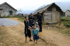 Hmong people, Sapa, Vietnam (sensaos) Tags: travel portrait people 2004 asia village traditional north tribal vietnam viet tribe sapa hmong nam azie azi sensaos indigenouw