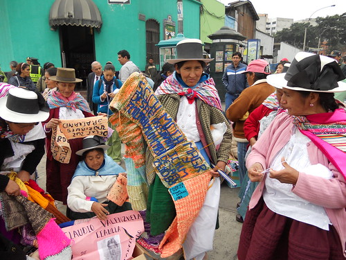 Member of ANFASEP holds La Chalina de la Esperanza