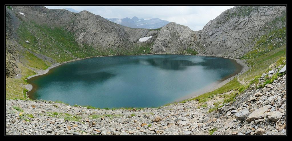 Ibón de Bernatuara (2271 m.)