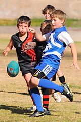 Kick_2010_51 (gimbertt) Tags: nikon australia rules nsw aussie footy aussierules afl brokenhill australianrules d90 gimbert gimbertt timgimbert sigma120400mmf4556dgoshsm